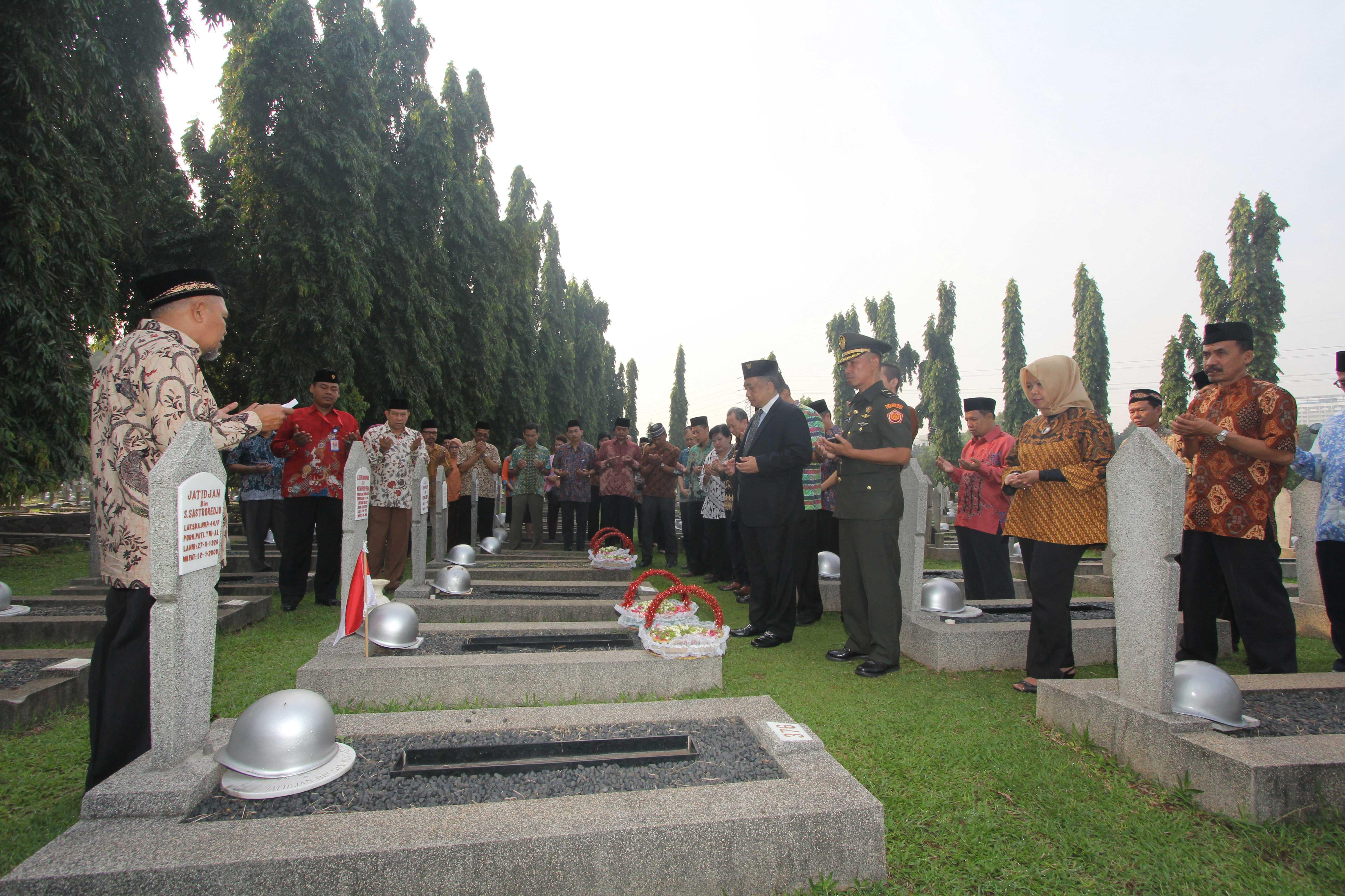 LIA ziarah ke taman makam pahlawan Kalibata